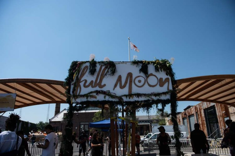 Full_Moon_entrance