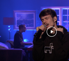 Jimmy Fallon Show w Rex Orange County painting